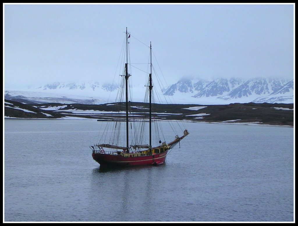100 year old Dutch schooner M/V Noorderlicht - Travelling the Arctic - LifeBeyondBorders