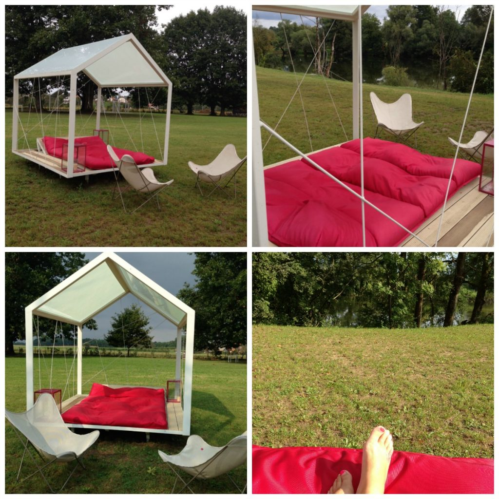 Relax on the Day Bed at Big Berry in nature
